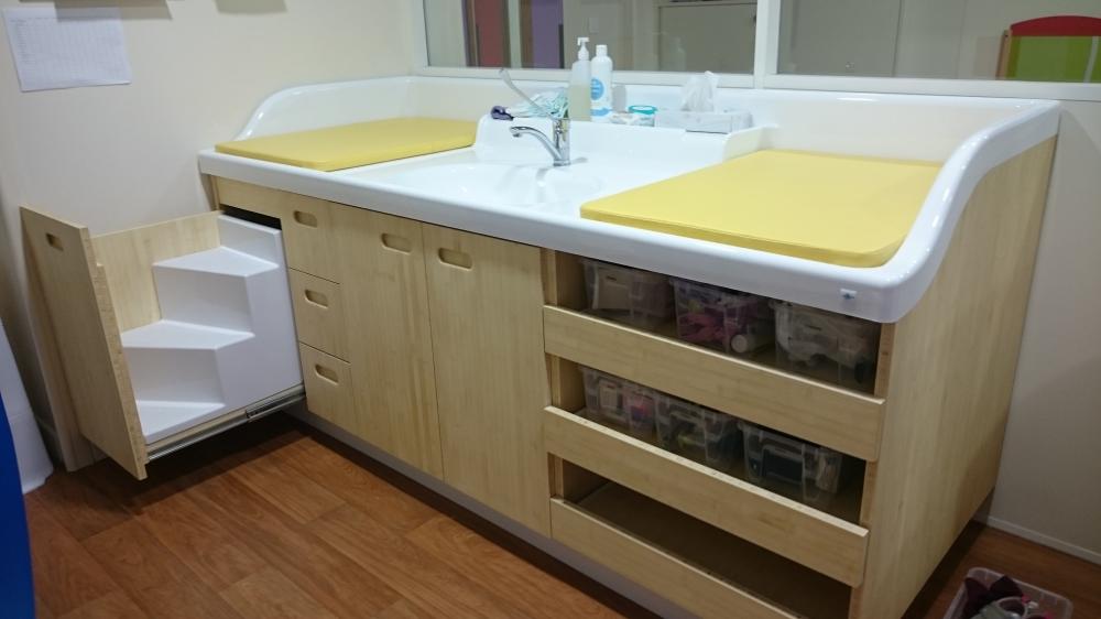 Standcreche 220 Washbasin