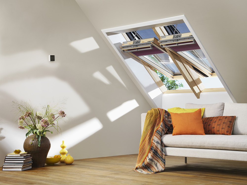 bim fenetre de toit motorisee velux integra finition bois massif velux. Black Bedroom Furniture Sets. Home Design Ideas