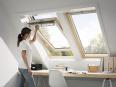 Fenetre de toit a rotation finition bois massif