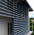 Brise - soleil à lames clipsables pose verticale